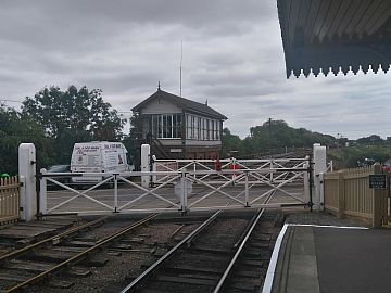 photo of Wansford signal box and crossing