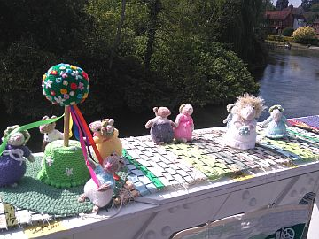 photo of knitted mice on Whitchurch Bridge