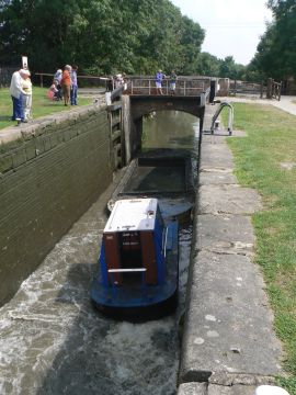 photo of barge stuck in Stenson Lock